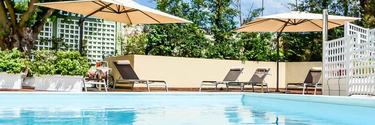 10 Desain kolam renang mungil untuk halaman belakang rumahmu